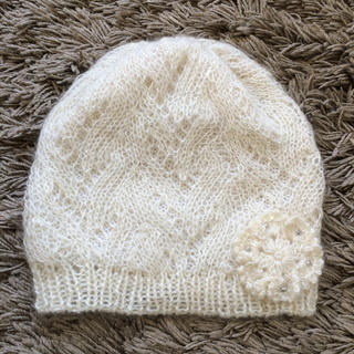 スニップスナップ(Snip Snap)のフラワー付きホワイトニット帽♡(ニット帽/ビーニー)