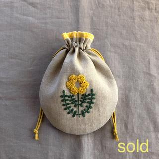 黄色のお花の刺繍の巾着 ハンドメイド