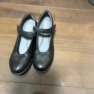 ヌォーボ(Nuovo)の黒靴パンプスベルト楽NUOVO24.5センチ(ハイヒール/パンプス)