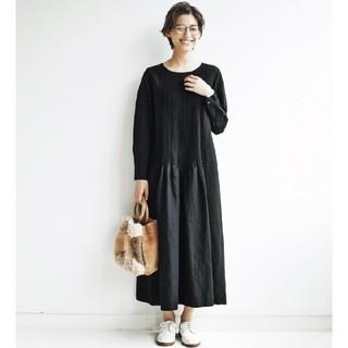 フェリシモ(FELISSIMO)のand myera タックをしっかり入れたドレス 黒(ロングワンピース/マキシワンピース)