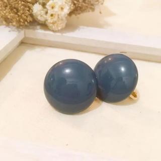 Ameri VINTAGE - ⌘vintage⌘  こっくりブルーのまんまるイヤリング  古着 レトロ 昭和