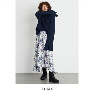 ミラオーウェン(Mila Owen)のデザインウエストシャーリングスカート 新品タグ付き‼️(ロングスカート)