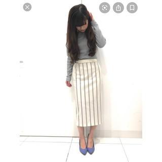 ジーユー(GU)の【美品】GU ストライプナローミディスカート ホワイト M(ひざ丈スカート)
