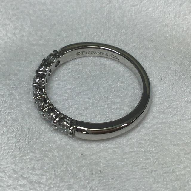 Tiffany & Co.(ティファニー)のティファニー  エンブレイス バンドリング  プラチナ ダイヤ7石 3mm  レディースのアクセサリー(リング(指輪))の商品写真