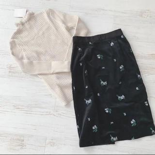 ココディール(COCO DEAL)のフラワーベロアタイトスカート(ひざ丈スカート)