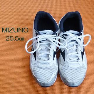 ミズノ(MIZUNO)のMIZUNO ランニングシューズ 25.5㎝白×黒(スニーカー)