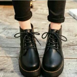 人気系  厚底イングランド風 厚底ブーツ   ブラック (ブーツ)
