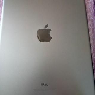 アイパッド(iPad)のiPad 第6世代 WiFiモデル 美品 箱付属品等無し 手帳カバー付き(タブレット)