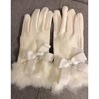 ロディスポット(LODISPOTTO)のLodispotto 🌸新品 リボンファー手袋 パール スマホ対応(手袋)