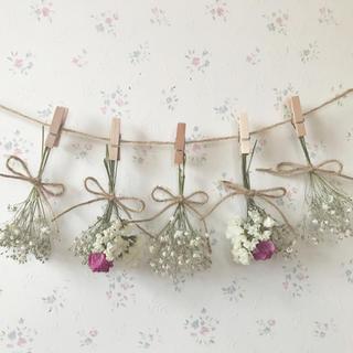 濃いピンクのバラとかすみ草のホワイトドライフラワーガーランド♡(ドライフラワー)