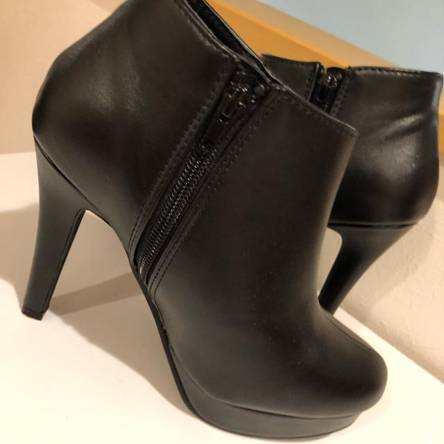 FOREVER 21(フォーエバートゥエンティーワン)の靴 レディースの靴/シューズ(ブーティ)の商品写真