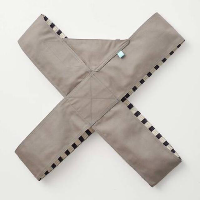 FELISSIMO(フェリシモ)の抱っこ紐グレー×ネイビーボーダー キッズ/ベビー/マタニティの外出/移動用品(抱っこひも/おんぶひも)の商品写真