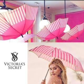 ヴィクトリアズシークレット(Victoria's Secret)の新品未使用 Victoria's Secret 白×ピンク 折りたたみ傘(傘)