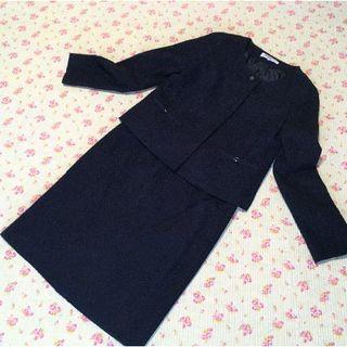 ナチュラルビューティーベーシック(NATURAL BEAUTY BASIC)のナチュラルビューティー ノーカラー スカートスーツ 上M下L W70 濃紺(スーツ)