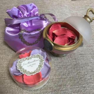 LADUREE - ラデュレ花弁チーク&ポット