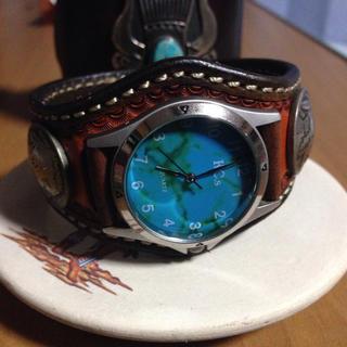 ケイシイズ(KC,s)のKC's  コンチョ付 ターコイズカラー文字盤の時計(再掲載)(腕時計(アナログ))