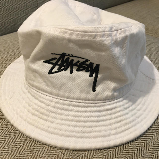 STUSSY(ステューシー)のSTUSSY バケットハット 白 レディースの帽子(ハット)の商品写真