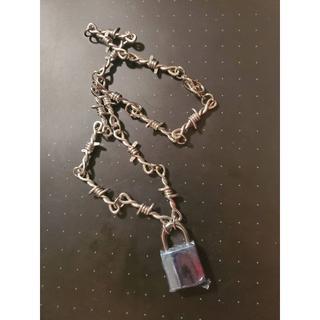 アンダーカバー(UNDERCOVER)のBarbed wire & padlock necklace(ネックレス)