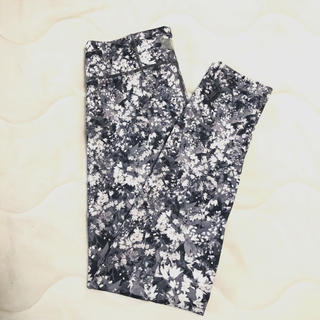 エミアトリエ(emmi atelier)のemmi yoga pants leggings ヨガパンツ(レギンス/スパッツ)