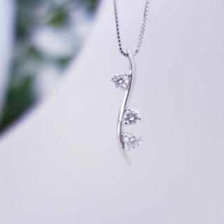 デビアス トリロジー ネックレスK18WG ダイヤモンド D0.40ct