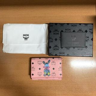エムシーエム(MCM)のMCM ラビット 大人気 ヴィセトス 三つ折りウォレット ピンク(財布)