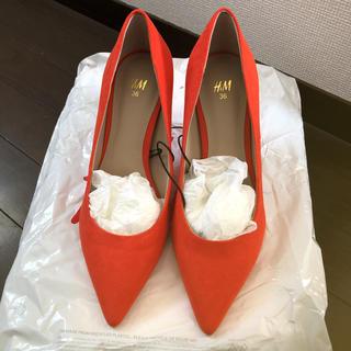 エイチアンドエム(H&M)のH&M 安室奈美恵着用 オレンジパンプス(ハイヒール/パンプス)
