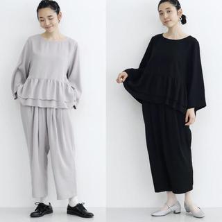 merlot - merlot plus ぺプラムトップスセットアップ パンツドレス 【ブラック】