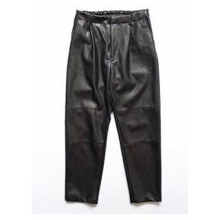 サンシー(SUNSEA)のstein fake leather trousers(その他)