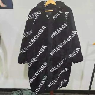 バレンシアガ(Balenciaga)のBalenciaga オールオーバー ロゴ プルド オペラ コート(毛皮/ファーコート)
