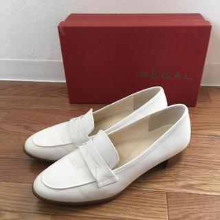 リーガル(REGAL)のリーガルREGALマニッシュローファーヒールローファーパンプスレザー白ホワイト(ローファー/革靴)