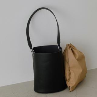 エンフォルド(ENFOLD)のRIM.ARK  Leather bucket bag  大  新品未使用(ショルダーバッグ)
