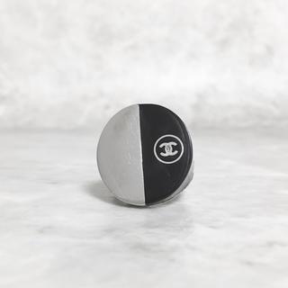 シャネル(CHANEL)の正規品 シャネル 指輪 バイカラー ココマーク シルバー ブラック 印台 リング(リング(指輪))