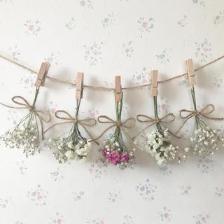 かすみ草とピンクのバラのホワイトドライフラワーガーランド♡(ドライフラワー)