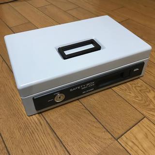 アイリスオーヤマ(アイリスオーヤマ)の手提げ金庫 貯金箱 アイリスオーヤマ A5サイズ 浅型 SBX-A5S(ケース/ボックス)