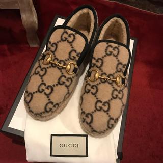 Gucci - GUCCI グッチ 靴 グッチ柄 ローファーの通販