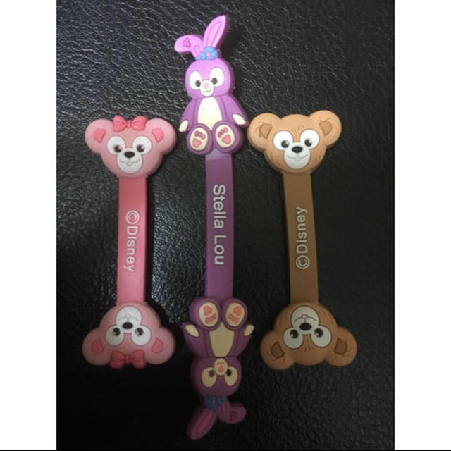 ダッフィー(ダッフィー)のあ 日本未発売  ダッフィー シェリーメイ コードクリップ 3点 エンタメ/ホビーのおもちゃ/ぬいぐるみ(キャラクターグッズ)の商品写真