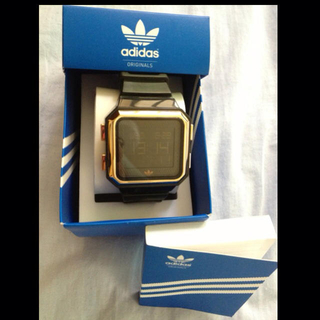 アディダス(adidas)のadidas 腕時計 黒Xゴールド(腕時計)