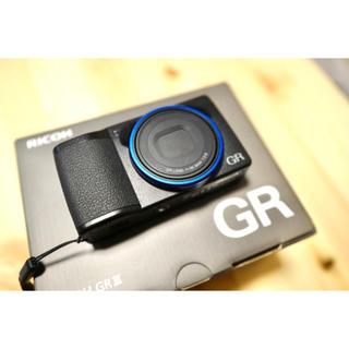 リコー(RICOH)のRICOH GR III ブルーリング (コンパクトデジタルカメラ)
