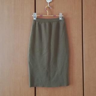 サンタモニカ(Santa Monica)の落ち着いたベージュのニットタイトスカート(ひざ丈スカート)