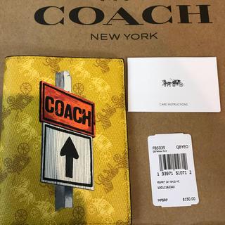 コーチ(COACH)のCOACH コーチ メンズパスポートケース イエロー黄色(旅行用品)