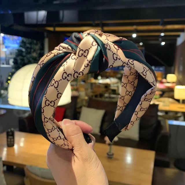 Gucci - 新品未使用 ヘアバンド  ダークの通販 by みーさん's shop