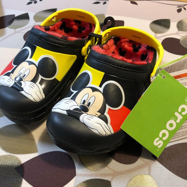 crocs(クロックス)のクロックス キッズ cc Mickey lined clog  黒 キッズ/ベビー/マタニティのキッズ靴/シューズ(15cm~)(サンダル)の商品写真
