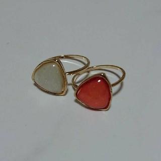 10号白&オレンジ色三角モチーフゴールド色リングセット(リング(指輪))