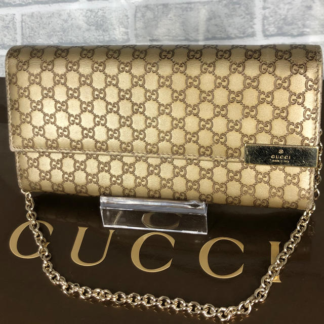 Gucci - 美品✨お洒落❤️GUCCI チェーンウォレット ゴールド シマレザーの通販 by ☆りんごぱい☆'s shop