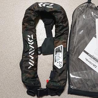 ダイワ(DAIWA)のダイワ 自動膨張式 ライフジャケット 救命胴衣 釣り 船 グリーンカモ シマノ(その他)
