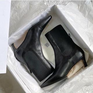 ドゥーズィエムクラス(DEUXIEME CLASSE)のtoteme ブーツ ブラック(ブーツ)