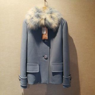 ミュウミュウ(miumiu)のミュウミュウの狐の毛皮の付いたコートです。サイズは42です。(毛皮/ファーコート)