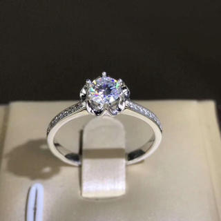 【0.5カラット】薔薇の花、モアサナイト  ダイヤモンド リング(リング(指輪))