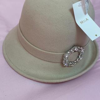 ミーア(MIIA)のMIIA ビジュー クロッシェ ベージュ 帽子(ハット)
