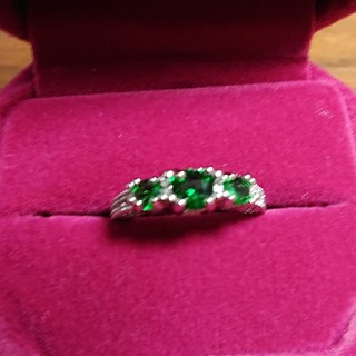グリーンの石&12石のキュービックジルコニアのsilver925の指輪(リング(指輪))